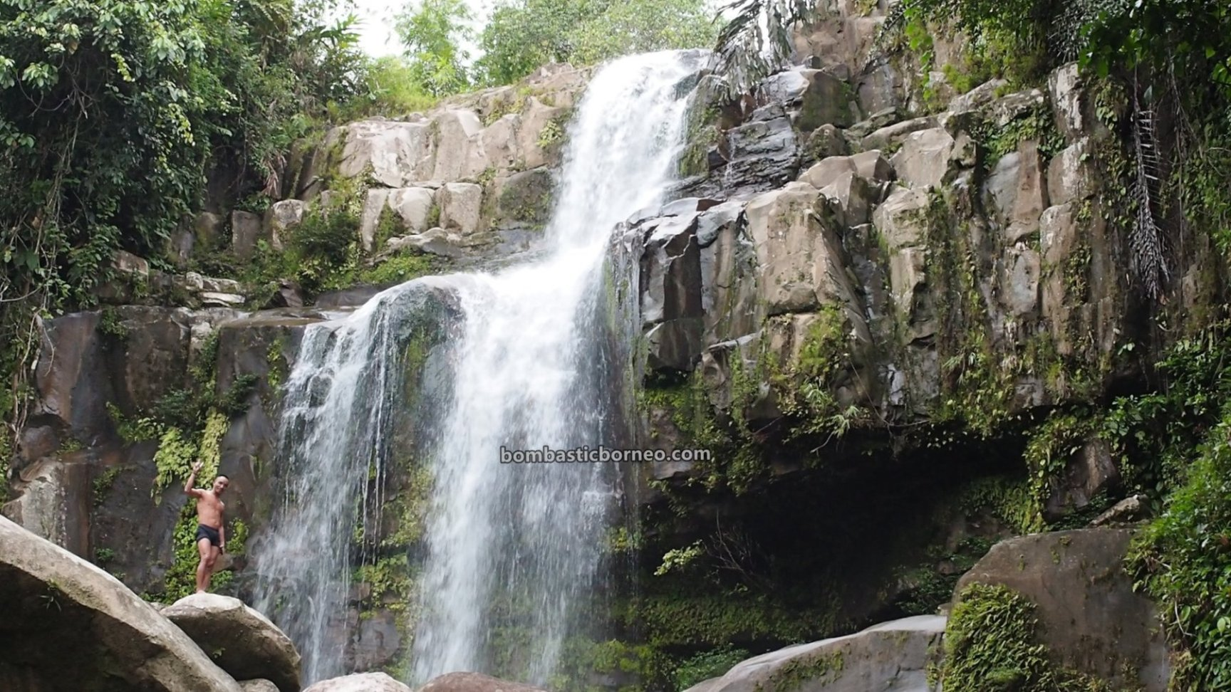waterfall, air terjun, adventure, nature, outdoor, exploration, backpackers, destination, West Kalimantan, Tourism, wisata alam, Trans Borneo, 探索婆罗洲游踪, 西加里曼丹瀑布, 孟加映达雅部落