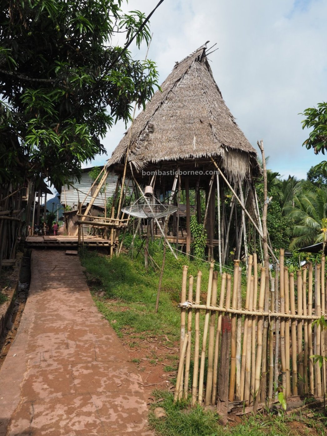 authentic, village, culture, Indonesia, Bengkayang, Siding, native, Dayak Bidayuh, tribal, travel guide, cross border, Borneo, skull house, 跨境婆罗洲游踪, 印尼原住民部落, 西加里曼丹达雅