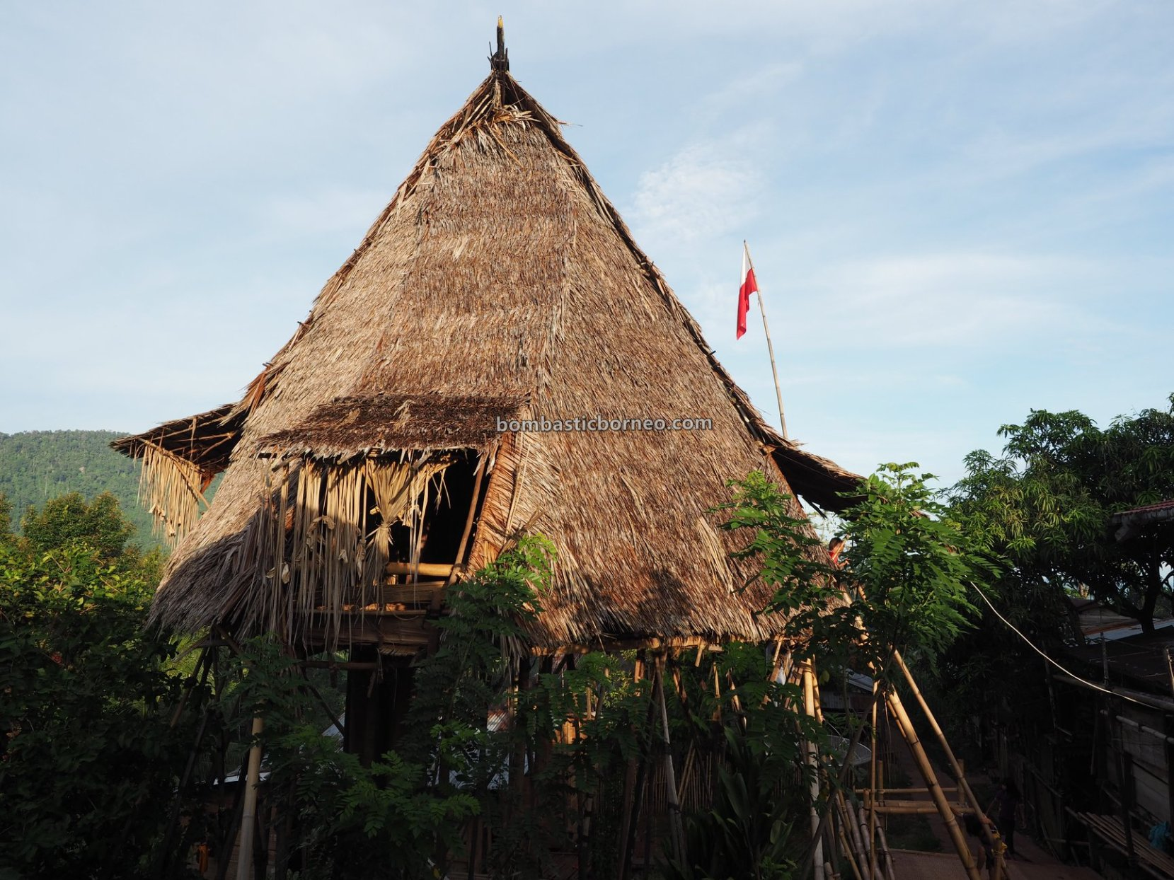 authentic, destination, culture, Indonesia, Bengkayang, native, Dayak Bidayuh, tribal, Tourism, travel guide, cross border, Rumah Adat Baluk, 婆罗洲原住民骷髅屋, 印尼西加里曼丹, 孟加映达雅部落,