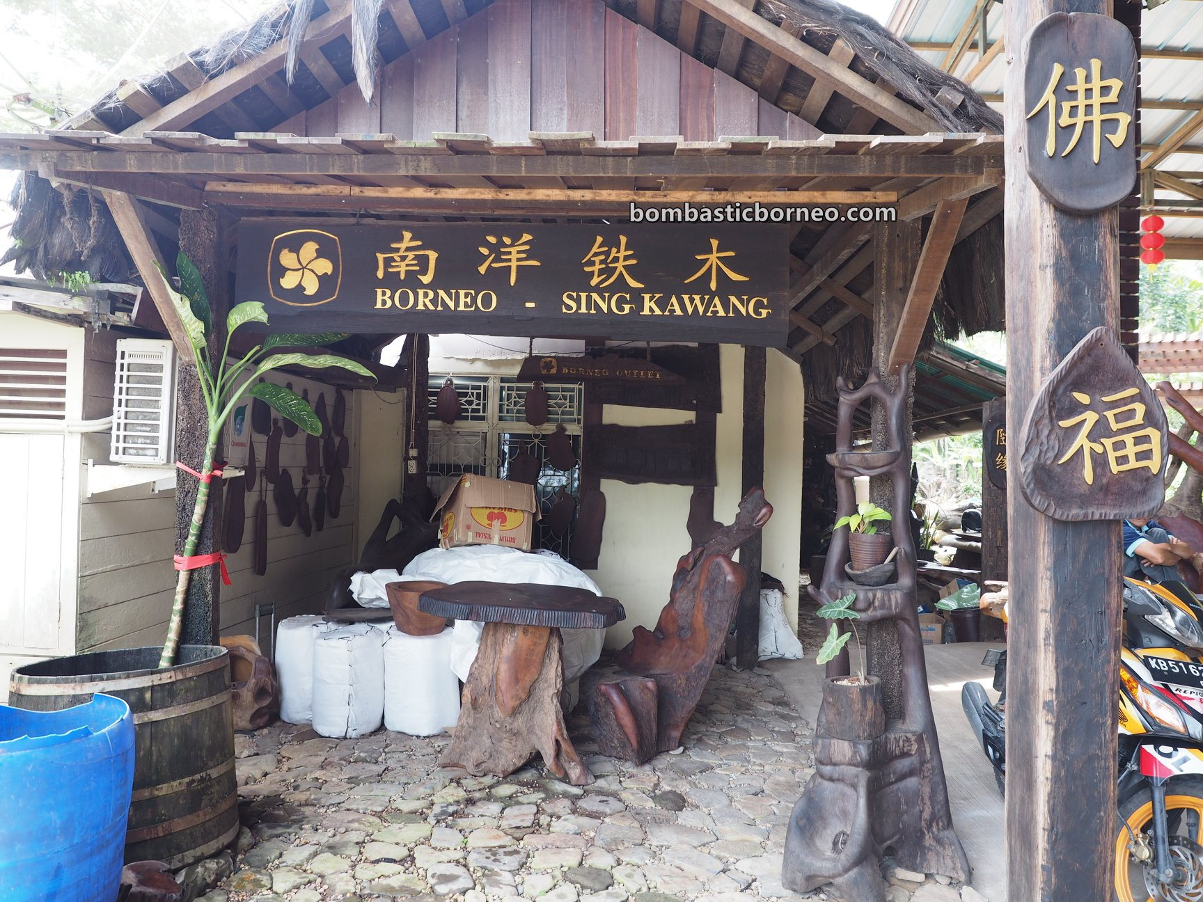 backpackers, hard wood, kayu belian, Borneo Wood Furniture, exhibition, gallery, Singkawang, Indonesia, West Kalimantan, kerajinan kayu, Tourism, travel guide, wood sculptures, wood crafts,