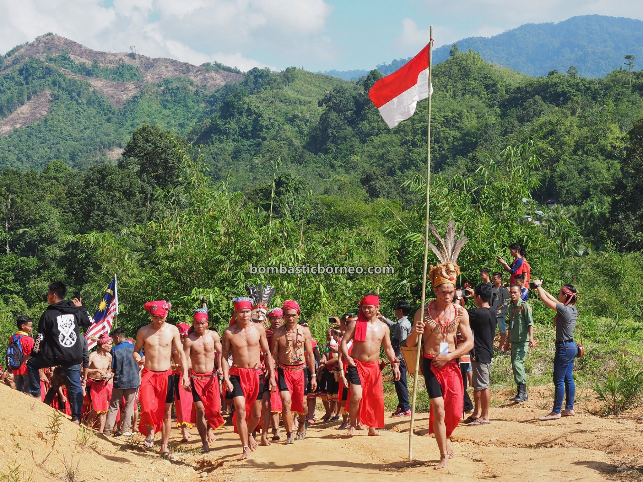 nyobeng, Sungkung Anep, Dusun Medeng, traditional, indigenous, Indonesia, native, tribal, village, Tourism, tourist attraction, travel guide, Trans Borneo, 探索婆罗洲游踪, 印尼西加里曼丹, 孟加映原住民丰收节