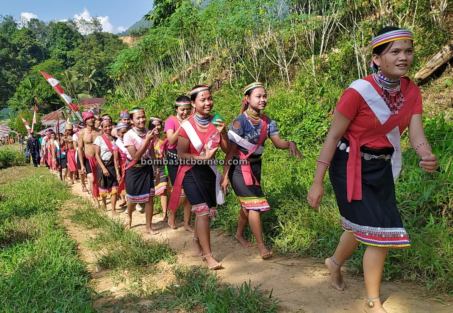 harvest festival, Sungkung Anep, indigenous, culture, Indonesia, West Kalimantan, Siding, native, tribe, village, tourist attraction, travel guide, Cross Border, 穿越婆罗洲丰收节, 印尼西加里曼丹, 原住民比达友族部落