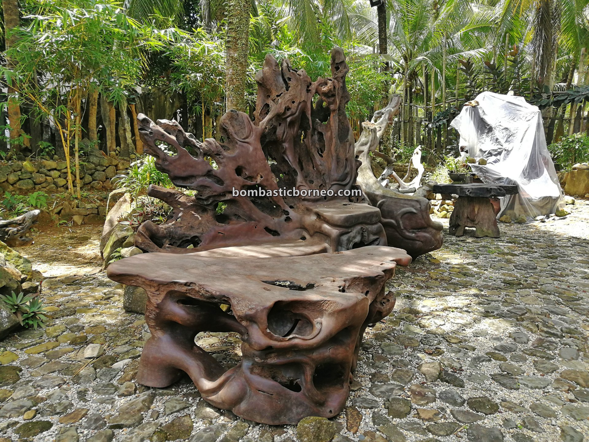 destination, kayu ulin, iron wood, gallery, Furniture, exhibition, Indonesia, nature, tourist attraction, travel guide, wood crafts, 婆罗洲西加里曼丹, 山口洋南洋铁木, 木雕木制家具工艺品,