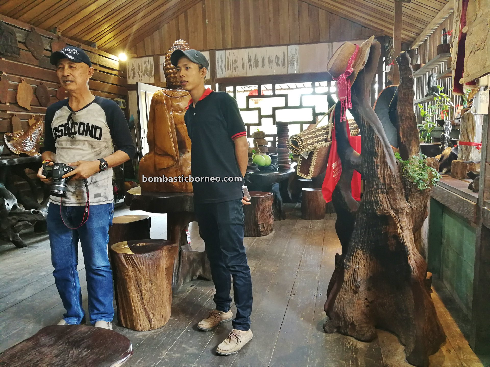destination, hard wood, kayu belian, kayu ulin, Indonesia, Kalimantan Barat, kerajinan kayu, nature, Tourism, travel guide, wood sculptures, wood crafts, 婆罗洲木雕旅游景点, 印尼西加里曼丹, 山口洋木制家具