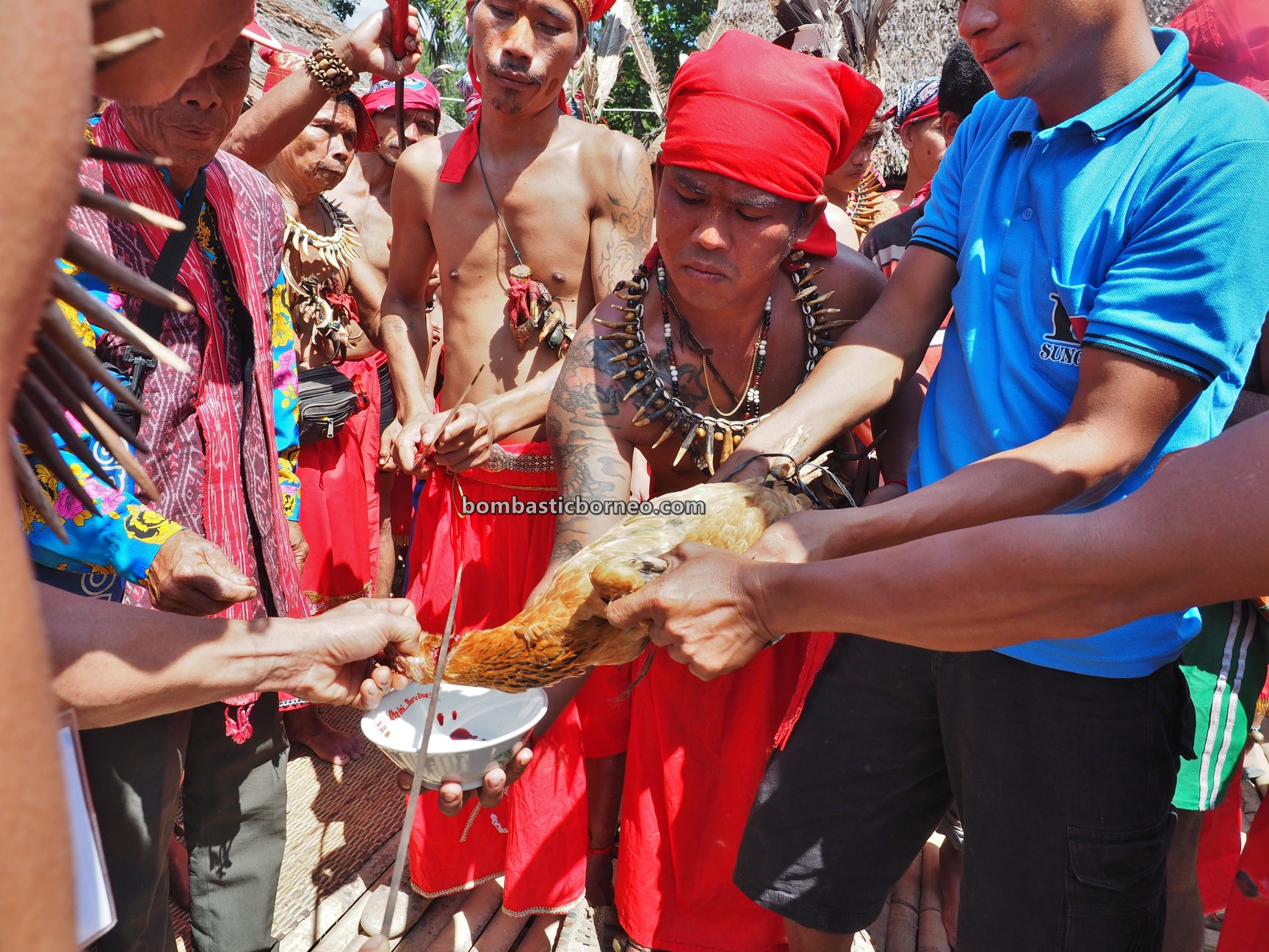Dusun Medeng, authentic, traditional, wisata budaya, ritual, Bengkayang, Indonesia, native, tribal, Tourism, travel guide, Trans Borneo, 婆罗洲土著部落, 孟加映达雅丰收节日, 原住民传统文化,