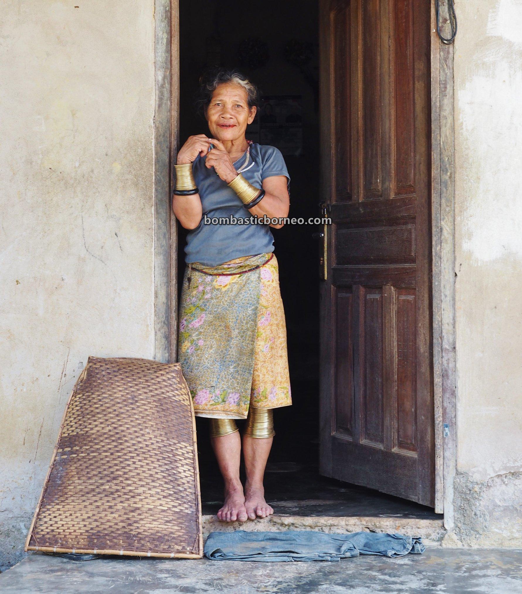 Tembaga Gelang, Dusun Medeng, authentic, traditional, backpackers, Bengkayang, Kalimantan Barat, native, Dayak Bidayuh, tourist attraction, Travel guide, Trans Borneo, 穿越婆罗洲达雅, 印尼西加里曼丹, 宋宫比达友族铜环女