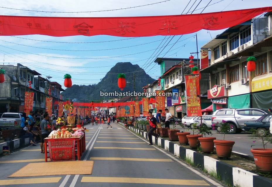 Chap Goh Meh, procession, Chinese New Year, culture, Kuching, Dewa Dewi, Dragon Dance, Tarian Singa, Tahun Baru Imlek, tourist attraction, Travel Guide, Trans Border, Borneo, 马来西亚砂拉越, 古晋石隆门元宵节, 客家华人传统文化,