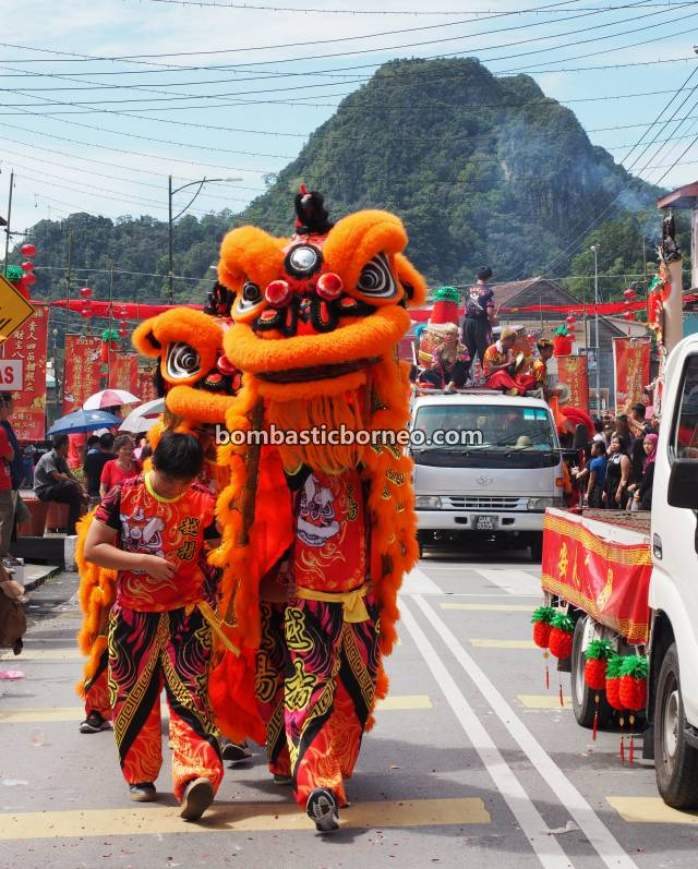 Chap Goh Meh, Lantern Festival, parade, budaya, authentic, Kuching, Malaysia, Lion Dance, Tarian Naga, Ethnic, Tourism, Travel Guide, Trans Borneo, 穿越婆罗洲游踪, 砂拉越古晋石隆门, 客家华人传统舞狮,