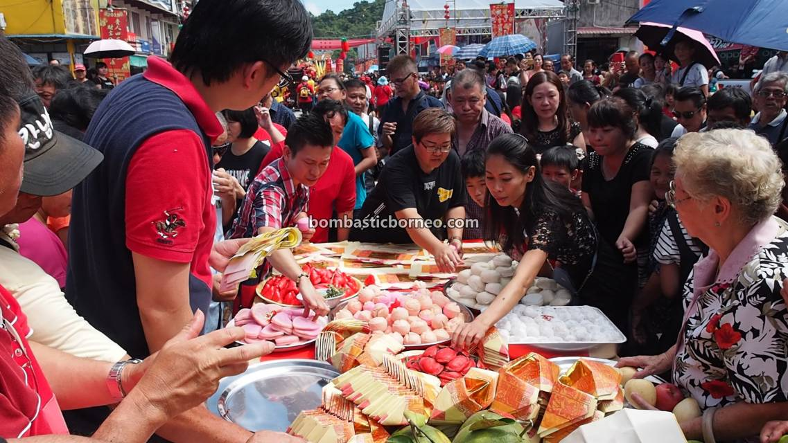 procession, Chinese New Year, culture, Hakka, Bau, Kuching, Malaysia, Dewa Dewi, Tahun Baru Imlek, temple, Travel Guide, Cross Border, Borneo, 砂拉越古晋石隆门, 客家元宵节, 华人传统文化,