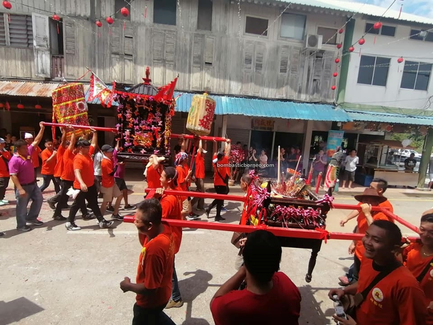 Lantern Festival, parade, Chinese New Year, culture, authentic, Hakka town, Bau, Sarawak, Malaysia, Dewa Dewi, temple, Travel Guide, Borneo, 马来西亚砂拉越古晋, 石隆门新尧湾元宵节, 华人传统游神文化