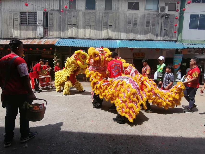 Lantern Festival, parade, Chinese New Year, culture, authentic, Siniawan, Bau, Kuching, Malaysia, Lion Dance, Tarian Singa, tourist attraction, Trans Borneo, 古晋石隆门新尧湾, 元宵节舞狮舞龙, 客家华人传统文化,