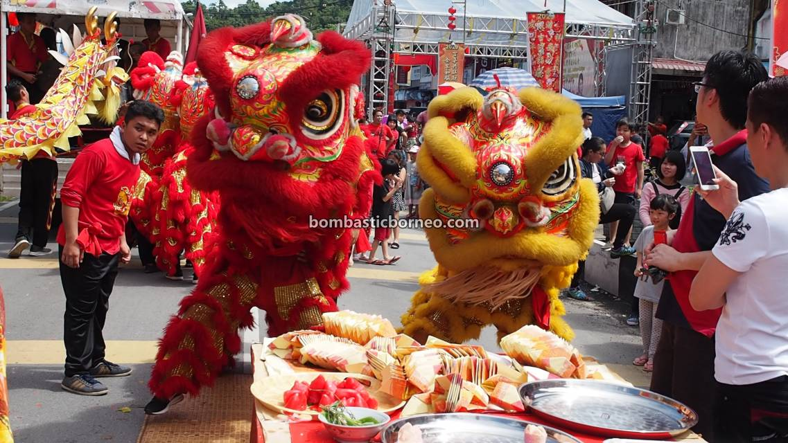 Lantern Festival, procession, Chinese New Year, culture, traditional, Hakka town, Kuching, Sarawak, Malaysia, Lion Dance, Tarian Naga, destination, Travel Guide, 马来西亚砂拉越, 古晋石隆门元宵节, 客家华人舞狮舞龙,