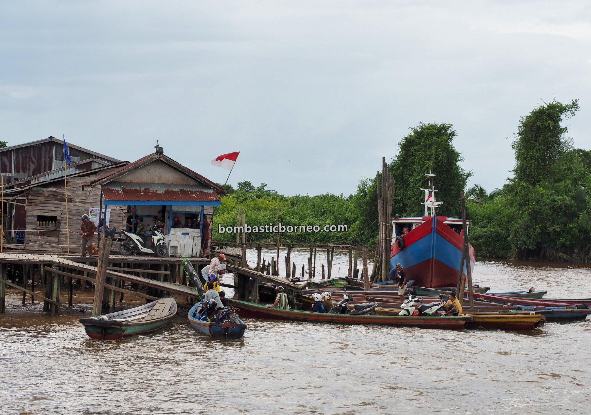 adventure, traditional, Perigi Piai Tekarang Ferry port, Malay fishing village, Kampung Nelayan Melayu, Indonesia, West Kalimantan, Tourism, travel guide, backpackers, Borneo, Trans Border, 跨境婆罗洲游踪, 印尼西加里曼丹, 三发马来渔村