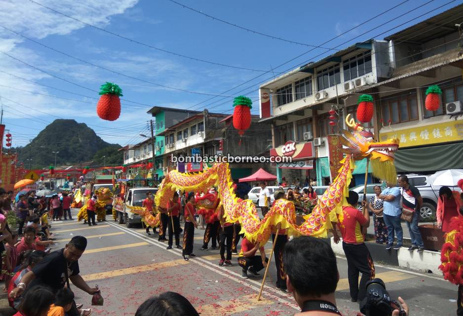 Lantern Festival, procession, Chinese New Year, culture, traditional, destination, Sarawak, Malaysia, Tarian Singa, Tourism, Travel Guide, Trans Border, Borneo, 砂拉越古晋石隆门, 元宵节舞狮舞龙, 客家华人游神文化,