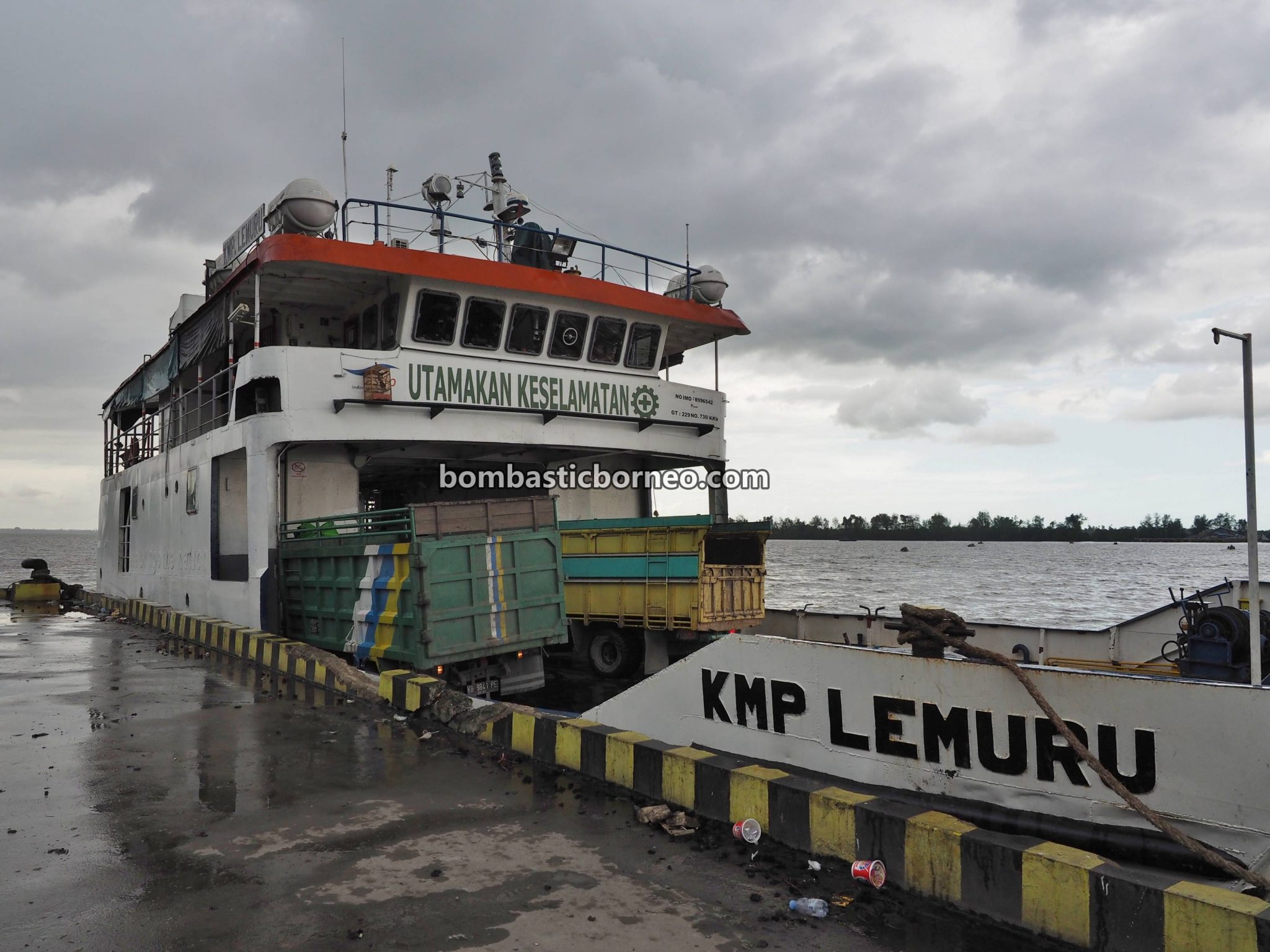 adventure, traditional, Tekarang Ferry port, Sambas, Indonesia, Kalimantan Barat, Jawai Selatan, Sentebang, Tourism, travel guide, backpackers, Trans Borneo, 探索婆罗洲游踪, 印尼西加里曼丹, 三发马来渔村