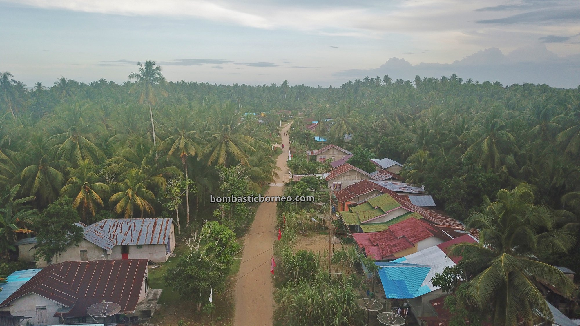 Pantai Putri Seraii, adventure, Malay fishing village, Kalimantan Barat, Bukit Raya, Obyek wisata, Tourism, travel guide, destination, Borneo, Cross Border, 跨境婆罗洲游踪, 印尼西加里曼丹, 三发马来渔村