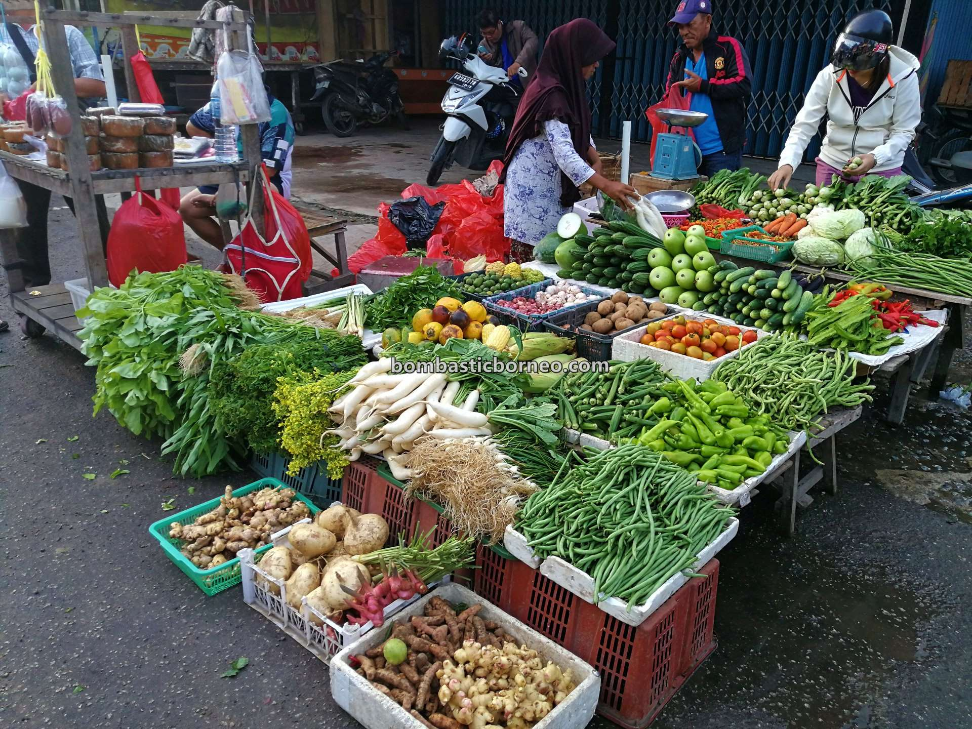 Pasar Turi, Local Market, authentic, traditional, backpackers, destination, Indonesia, West Kalimantan, kota Singkawang, sayuran, vegetable, Tourism, tourist attraction, travel guide, Cross Border, Borneo,