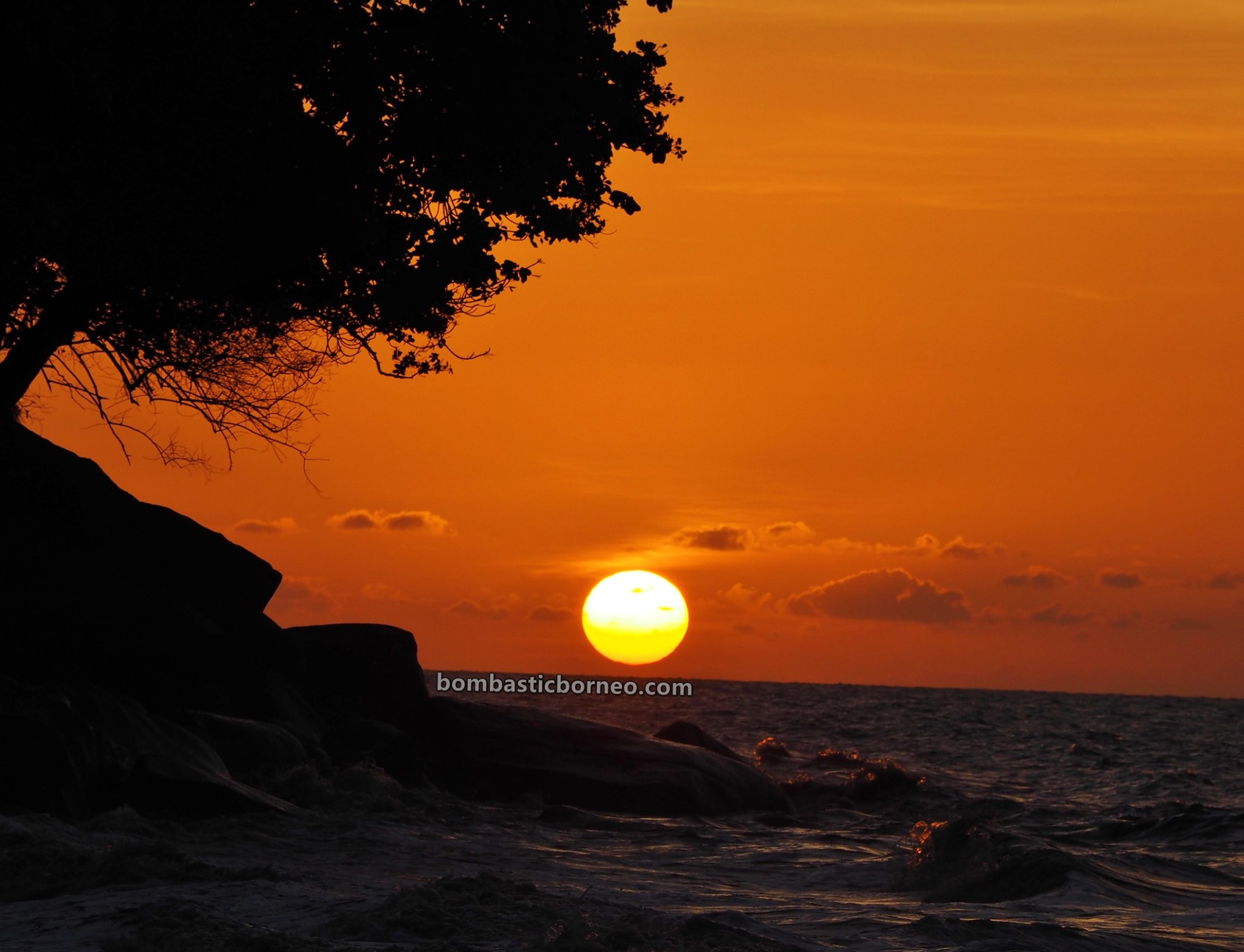 Pantai Putri Serayi, beach, adventure, nature, Malay fishing village, Kampung Nelayan Melayu, Indonesia, Jawai Laut, wisata alam, Tourism, tourist attraction, backpackers, 跨境婆罗洲游踪, 印尼西加里曼丹, 三发马来渔村