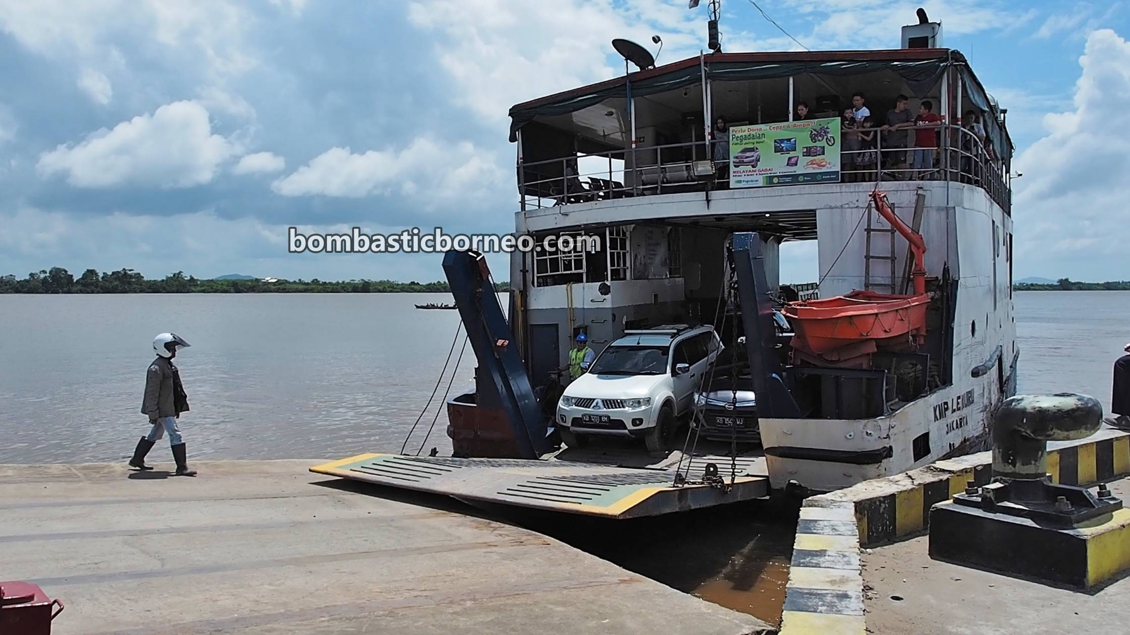 adventure, traditional, Tebas Kuala Ferry port, Malay fishing village, Kampung Melayu, Indonesia, Kalimantan Barat, Jawai Laut, Tourism, travel guide, Borneo, Cross Border, 跨境婆罗洲游踪, 印尼西加里曼丹, 三发马来渔村