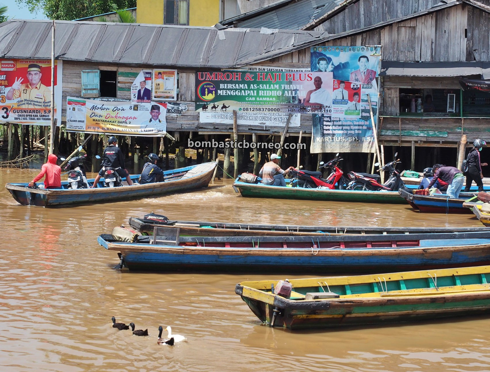 adventure, traditional, Perigi Piai Tekarang Ferry port, Malay fishing village, Kampung Nelayan Melayu, Sambas, Indonesia, Jawai Selatan, Tourism, travel guide, Borneo, Trans Border, 探索婆罗洲游踪, 印尼西加里曼丹, 三发马来渔村