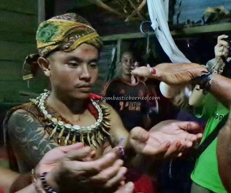 spiritual healing, shaman, dukun, ritual, authentic, traditional, native, tribal, Bau, Malaysia, Travel guide, Borneo, 婆罗洲游踪, 马来西亚砂拉越, 古晋原住民文化,