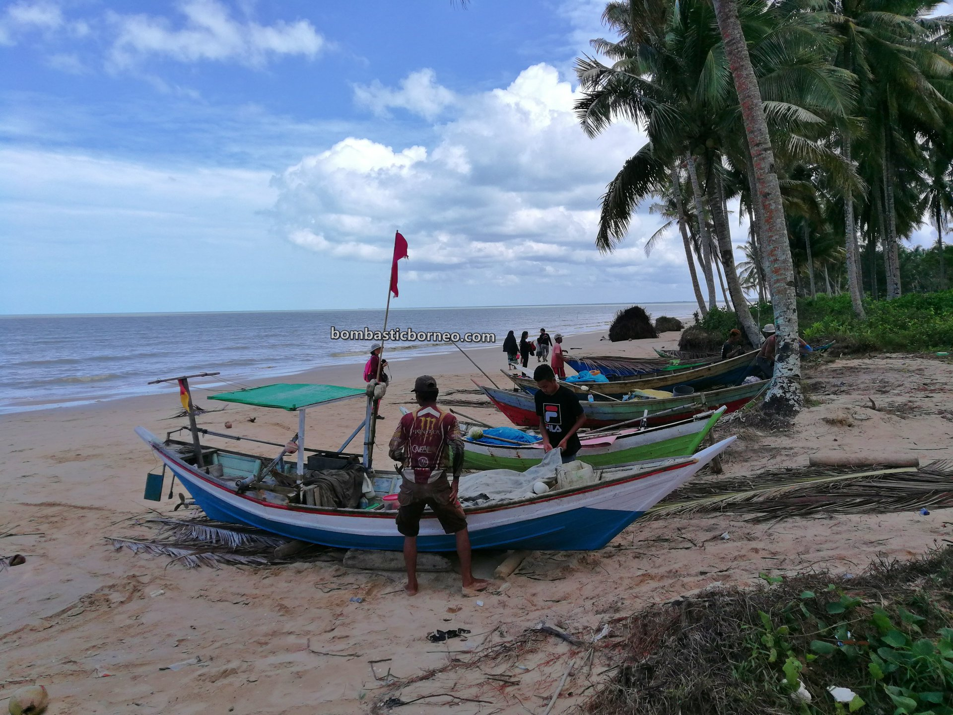 Pantai Putri Serayi, beach, adventure, traditional, nature, Malay fishing village, Jawai Selatan, wisata alam, Tourism, travel guide, Borneo, Trans Border, 婆罗洲游踪, 印尼西加里曼丹, 三发马来渔村