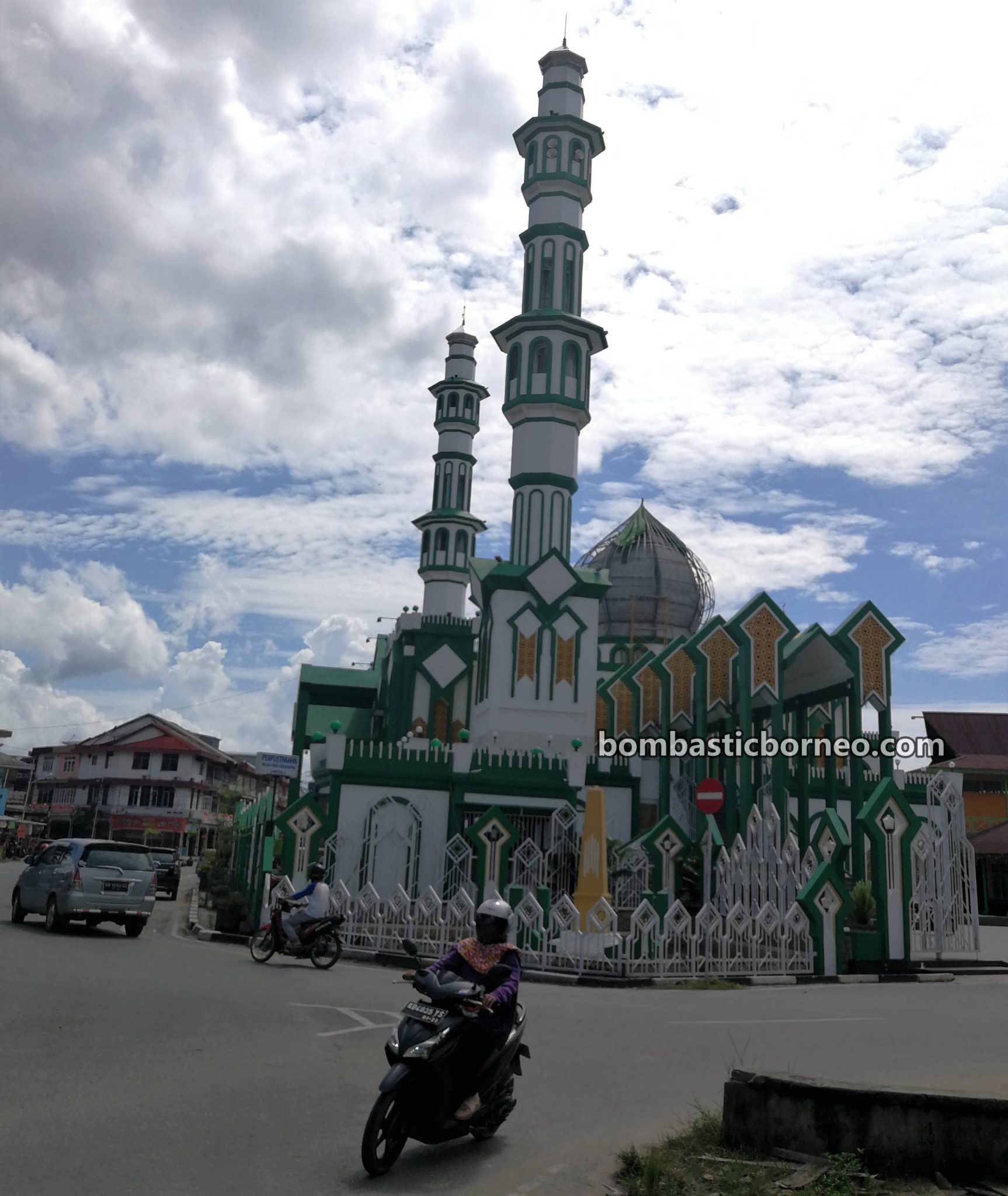 budaya, culture, backpackers, destination, Ethnic, Obyek wisata, Tourism, tourist attraction, travel guide, Cross Border, Borneo, 探索婆罗洲游踪, 印尼西加里曼丹, 山口洋清真寺