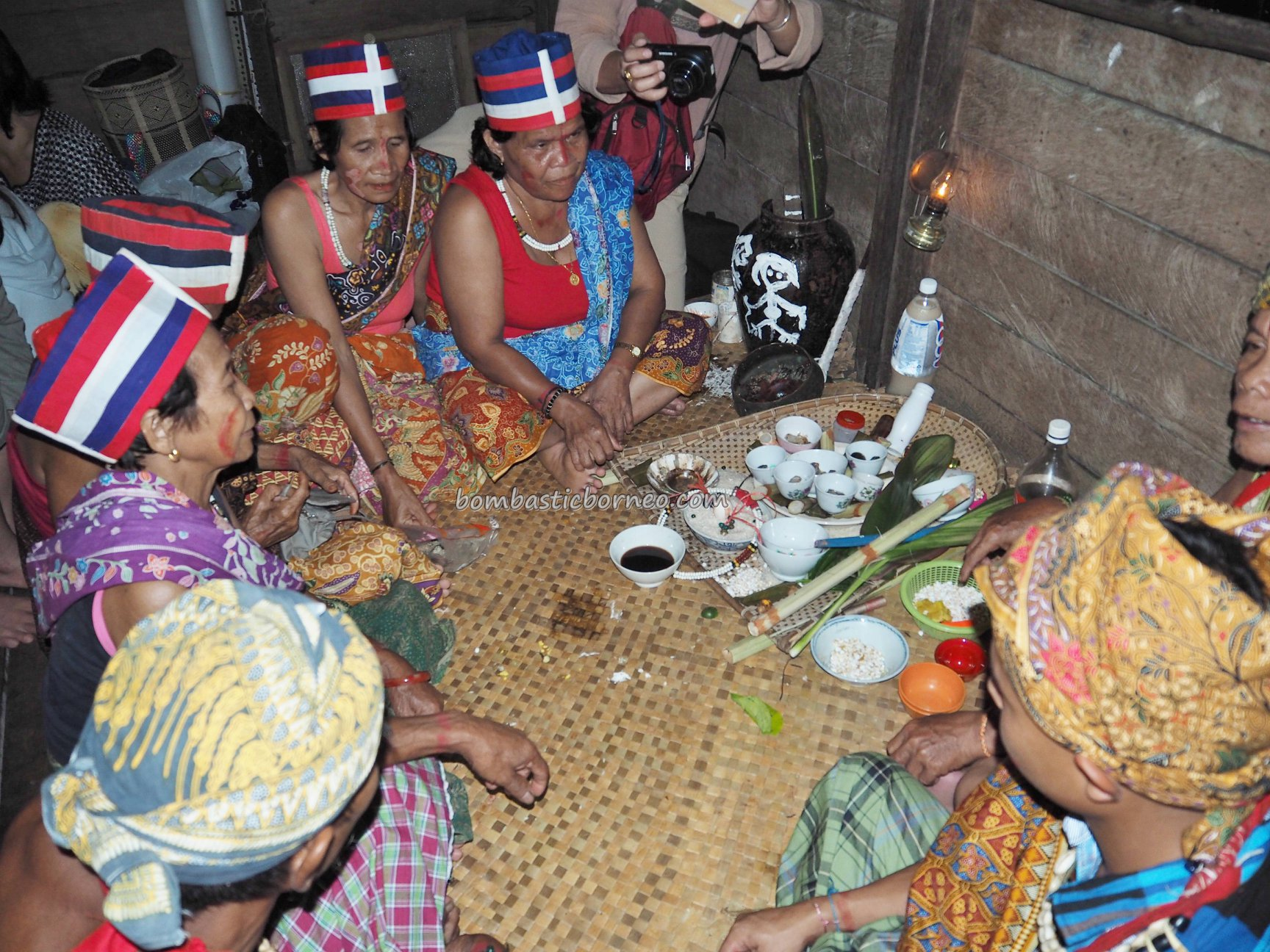 spiritual healing, dukun, ritual, authentic, traditional, culture, native, tribal, Kuching, Tourism, Travel guide, 婆罗洲砂拉越, 石隆门原住民文化, 古晋比达友族祭司