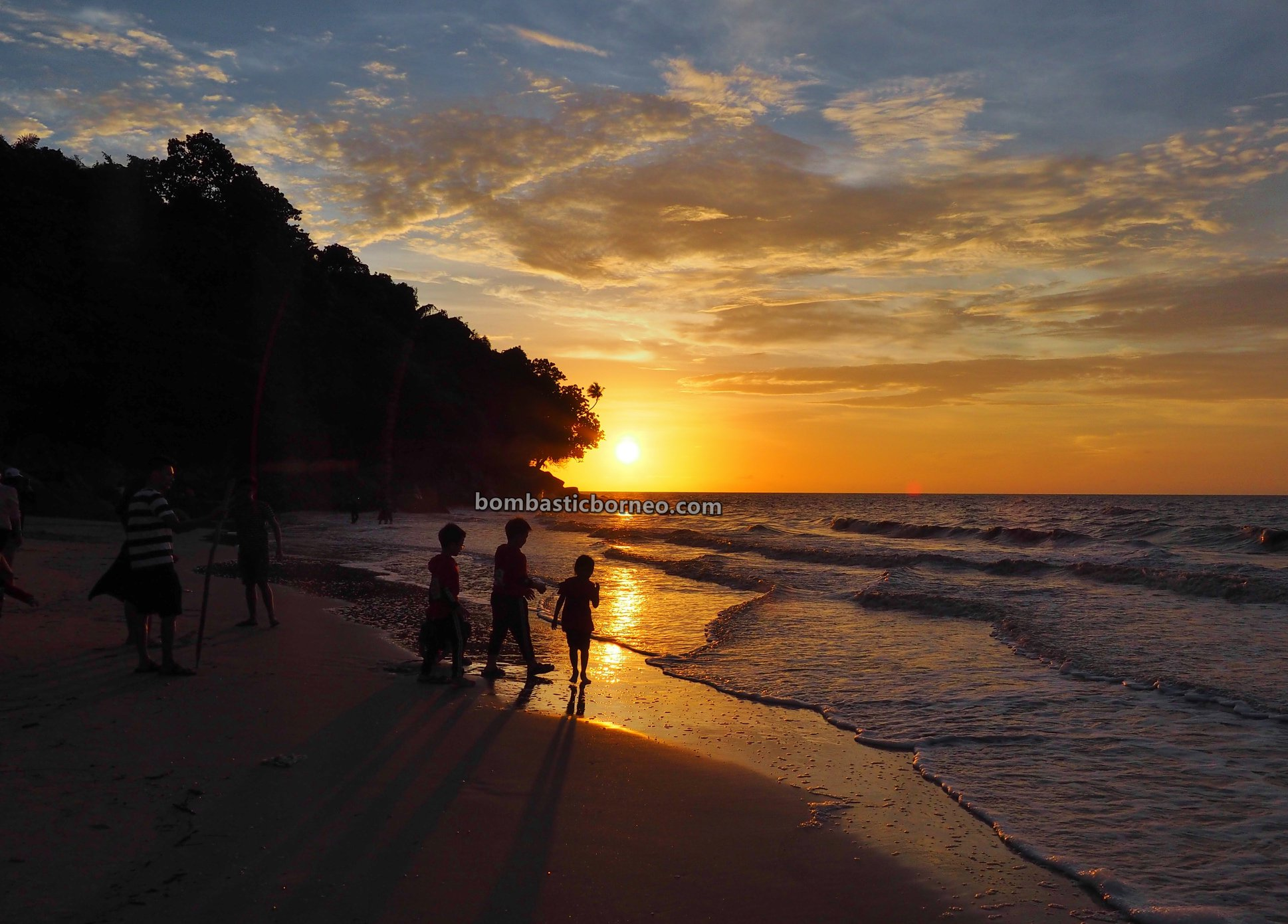 Pantai Putri Serayi, beach, adventure, nature, Malay fishing village, Kampung Nelayan Melayu, West Kalimantan, Obyek wisata, Tourism, travel guide, backpackers, Trans Borneo, 穿越婆罗洲游踪, 印尼西加里曼丹, 三发马来渔村