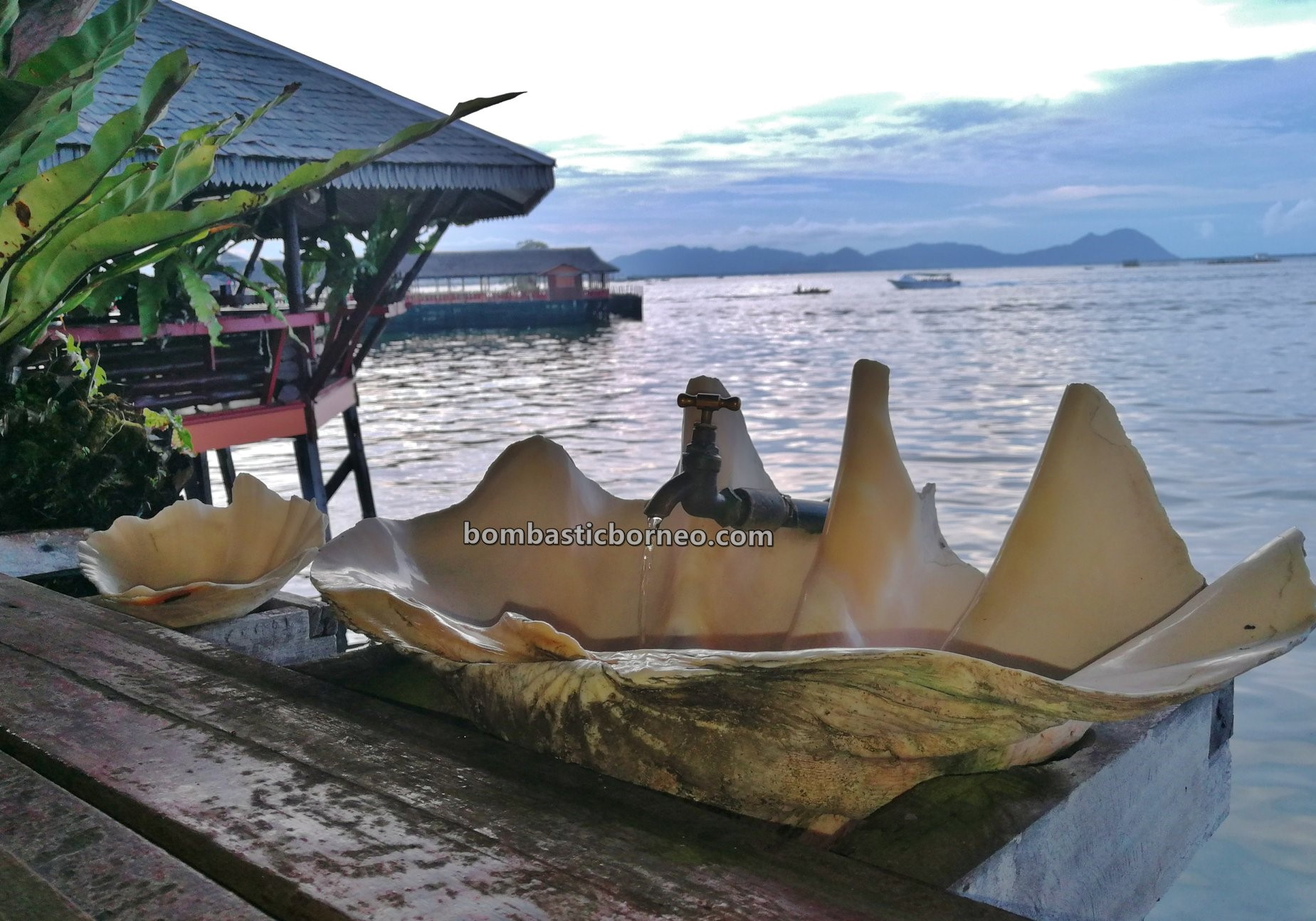 backpackers, destination, nature, island, Semporna, Tawau, Sabah, Malaysia, Tourism, tourist attraction, travel guide, Borneo,