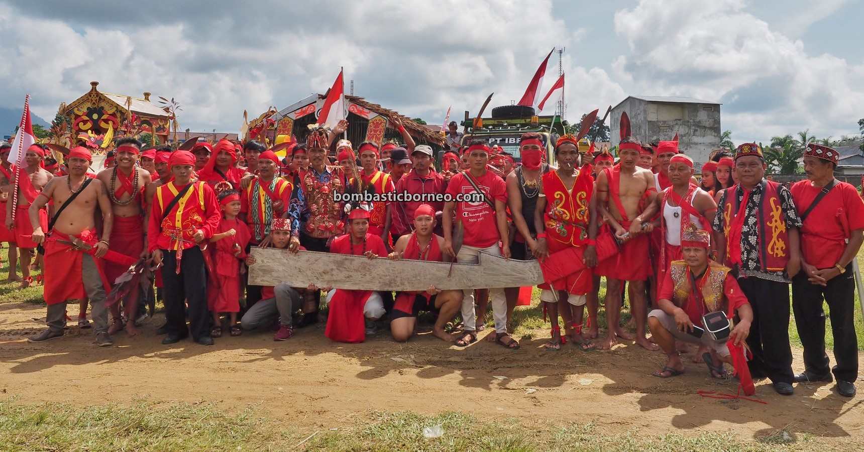 Festival Budaya Dayak, authentic, indigenous, culture, native, tribal, Indonesia, West Kalimantan, Tangkitn Dayak, parang raksasa, giant machete, Obyek wisata, Tourism, travel guide, Trans Borneo