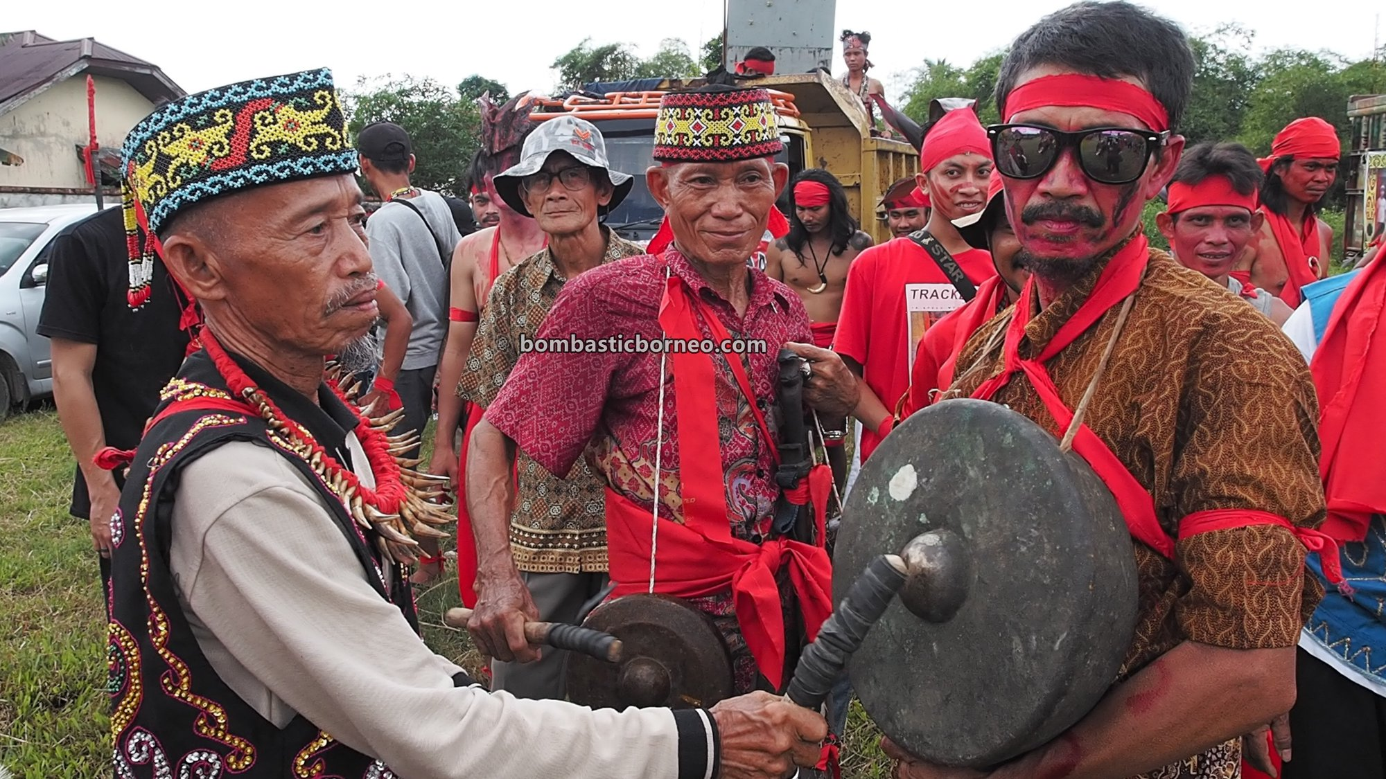 Festival Budaya Dayak, indigenous, Ethnic, tribe, event, Indonesia, Tangkitn raksasa, backpackers, Tourism, tourist attraction, travel guide, Trans Borneo, 穿越婆罗洲印尼, 西加里曼丹原住民, 孟加映土著部落