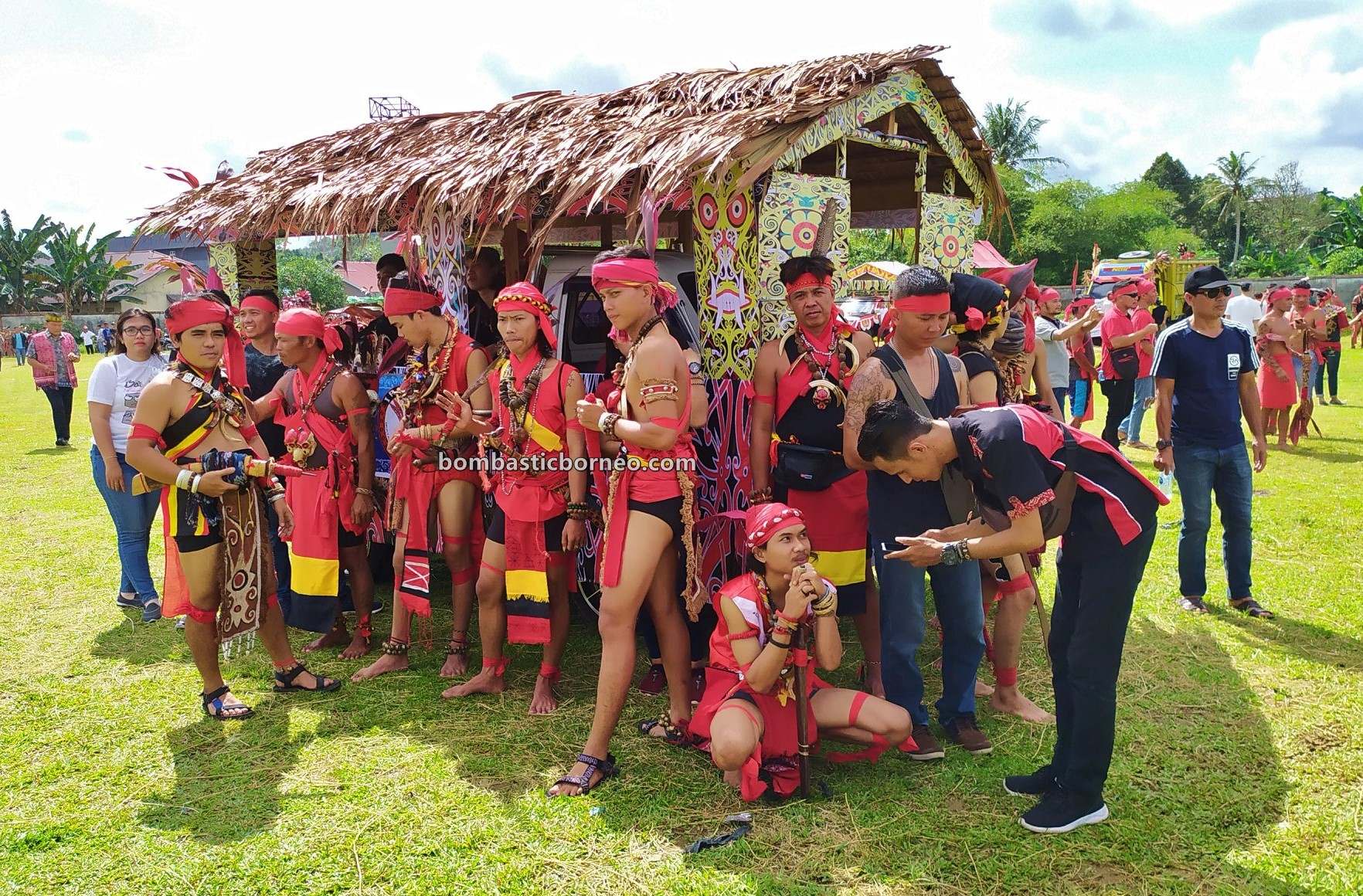 indigenous, traditional, Ethnic, native, tribe, Indonesia, West Kalimantan, Tangkitn Dayak, backpackers, Obyek wisata, travel guide, Borneo, 印尼西加里曼丹, 婆罗洲达雅文化, 孟加映土著部落