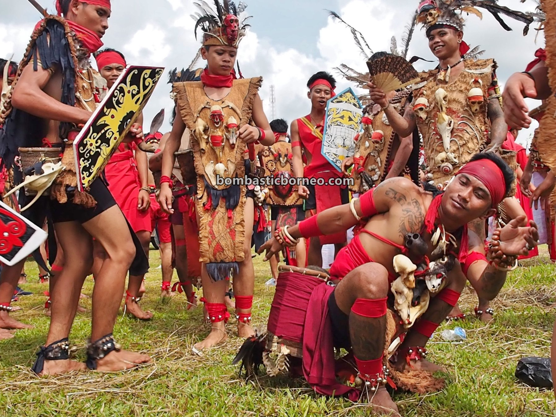 authentic, indigenous, traditional, culture, native, tribal, Indonesia, backpackers, destination, Tourism, tourist attraction, travel guide, 穿越婆罗洲印尼, 西加里曼丹原住民, 孟加映土著部落