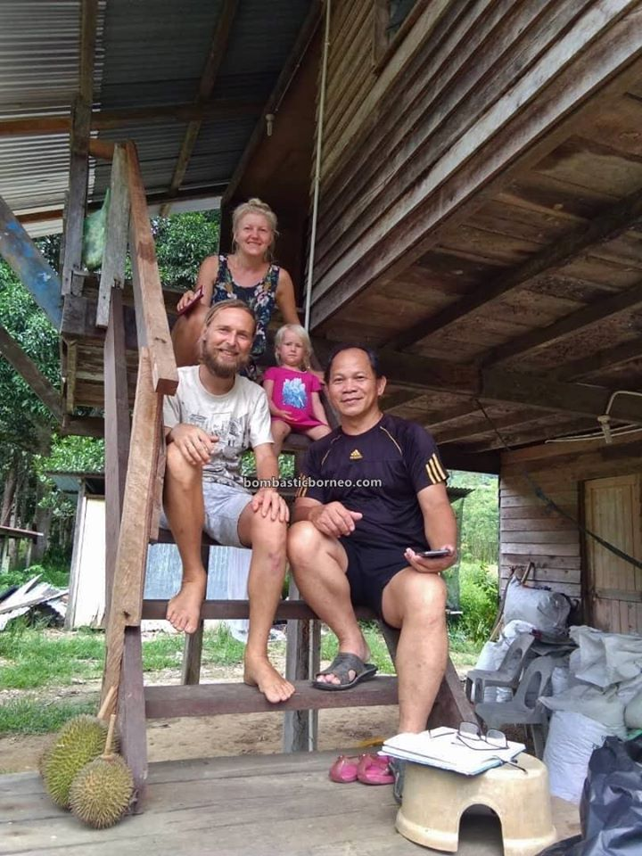 Backpackers, Borneo, Coronavirus, Covid-19, friendly, fruitarian, homestay, Kampung Pengalih, Lock Down, MCO, Sabatang, Stay safe, village, 砂拉越俄罗斯家庭, 马来西亚行动管制令,