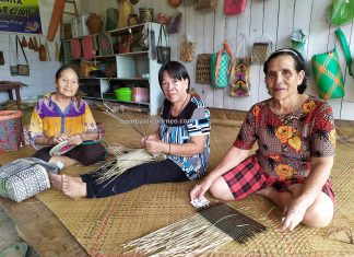 Kerajinan, handicrafts, Koperasi Wanita Rurum Megai, Long Bawan, Indonesia, Kalimantan Utara, Nunukan, Krayan, Interior village, Suku Dayak Lundayeh, native, tribe, Tourist attraction, travel guide, Trans Borneo,