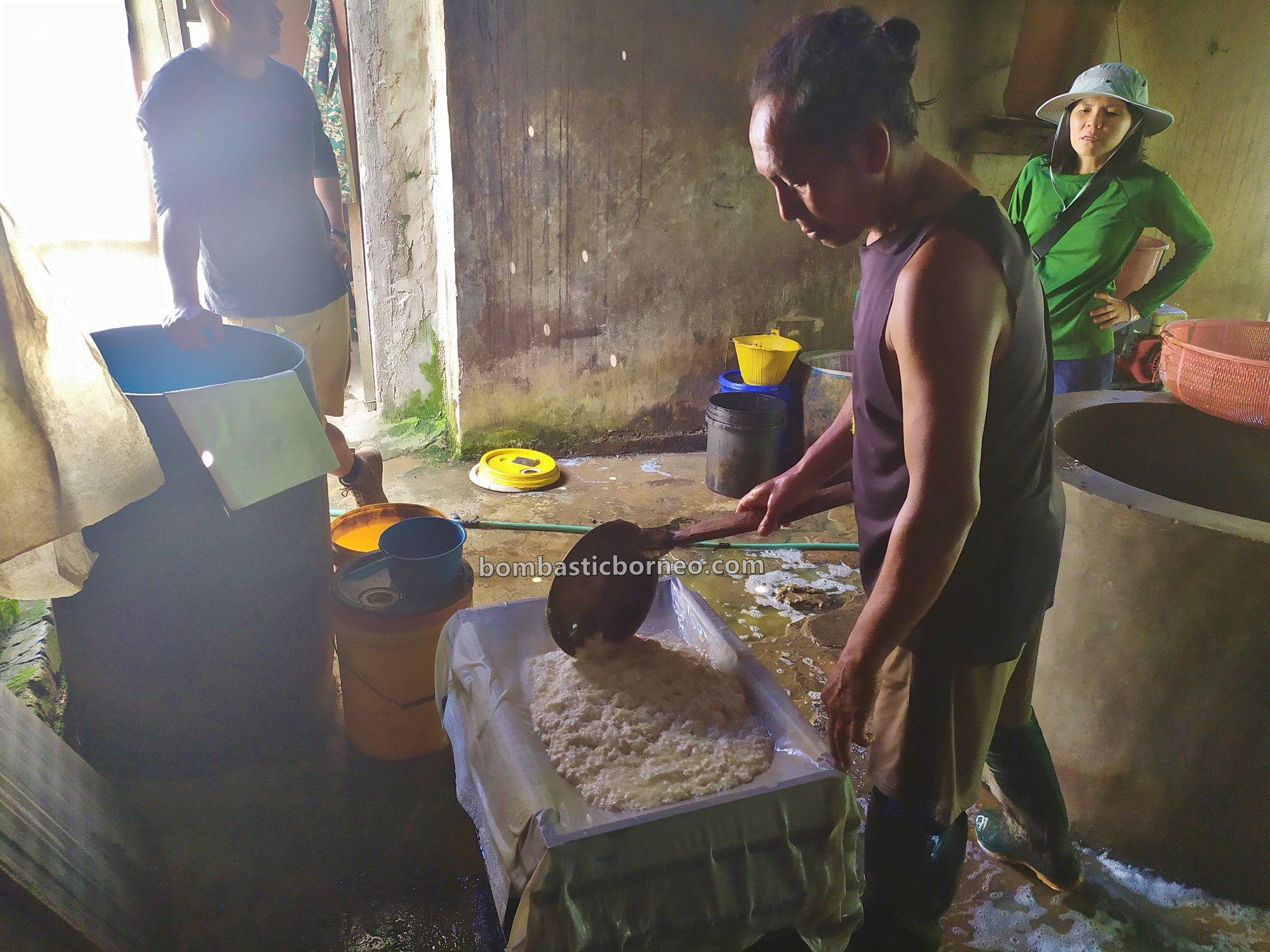 pembuatan tahu, tofu making, Long Midang, traditional, exploration, backpackers, Indonesia, North Kalimantan, Nunukan, Krayan, Interior village, Objek wisata, Tourism, Cross Border, Borneo,
