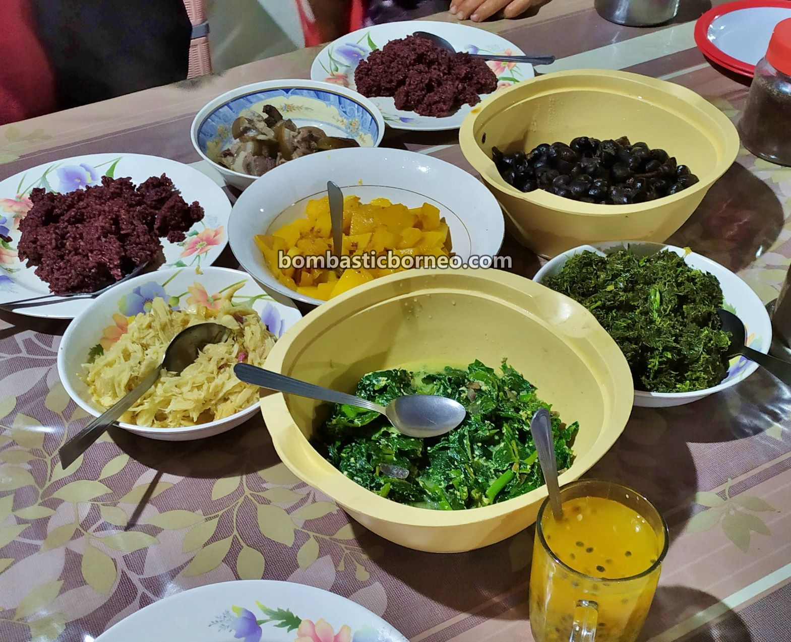 accommodation, backpackers, Malaysia, Interior village, Lun Bawang, orang asal, Orang Ulu, native, Tribe, Tourism, Travel Guide, Trans Border, 马来西亚巴卡拉兰, 砂拉越原住民, 弄巴湾族民宿