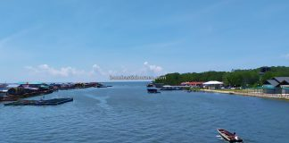 authentic, traditional, floating village, fishing village, Kampung Melayu, Malaysia, Tourism, backpackers, destination, travel guide, Trans Border, Borneo, 婆罗洲砂拉越游踪, 老越水上渔村旅游景点,