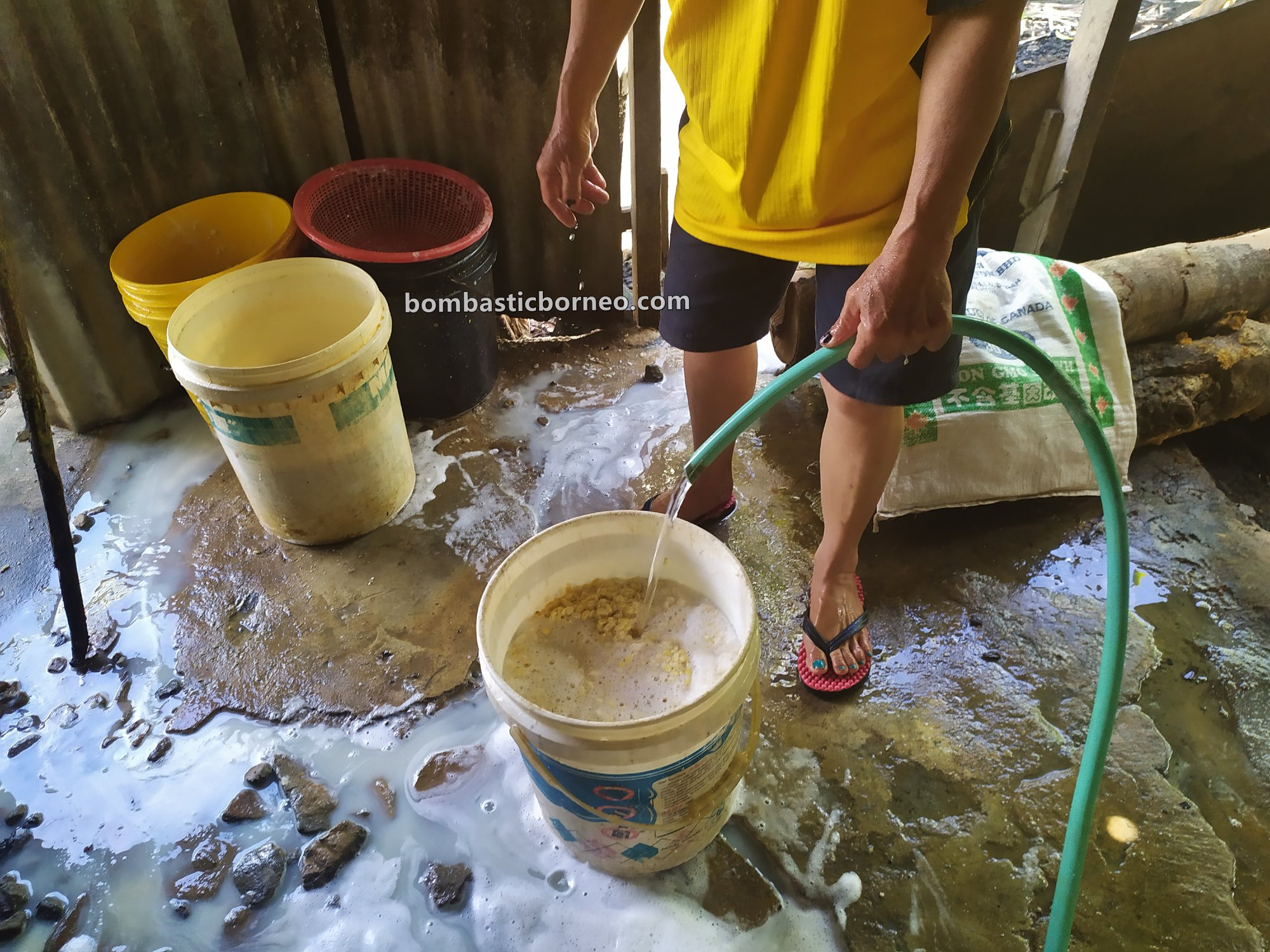 tofu factory, traditional, exploration, backpackers, Interior village, Highlands, native, tribe, Objek wisata, Tourism, travel guide, Cross Border, Borneo, 婆罗洲游踪, 印尼北加里曼丹,