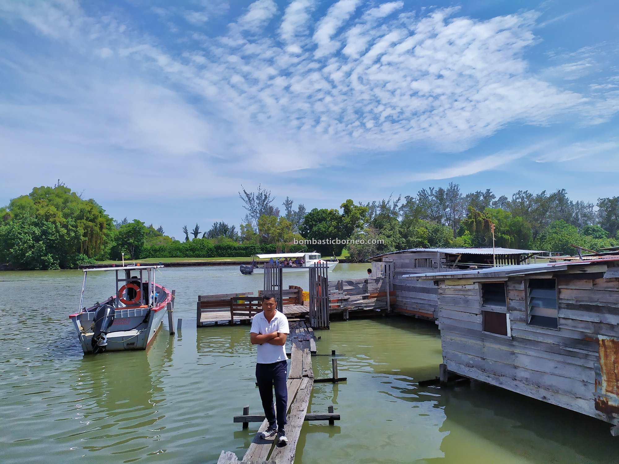 backpackers, destination, Discover Miri City, exploration, rumah terapung. Miri waterfront, Seahorse, tourist attraction, travel guide, 穿越婆罗洲游踪, 马来西亚砂拉越, 美里水上之家