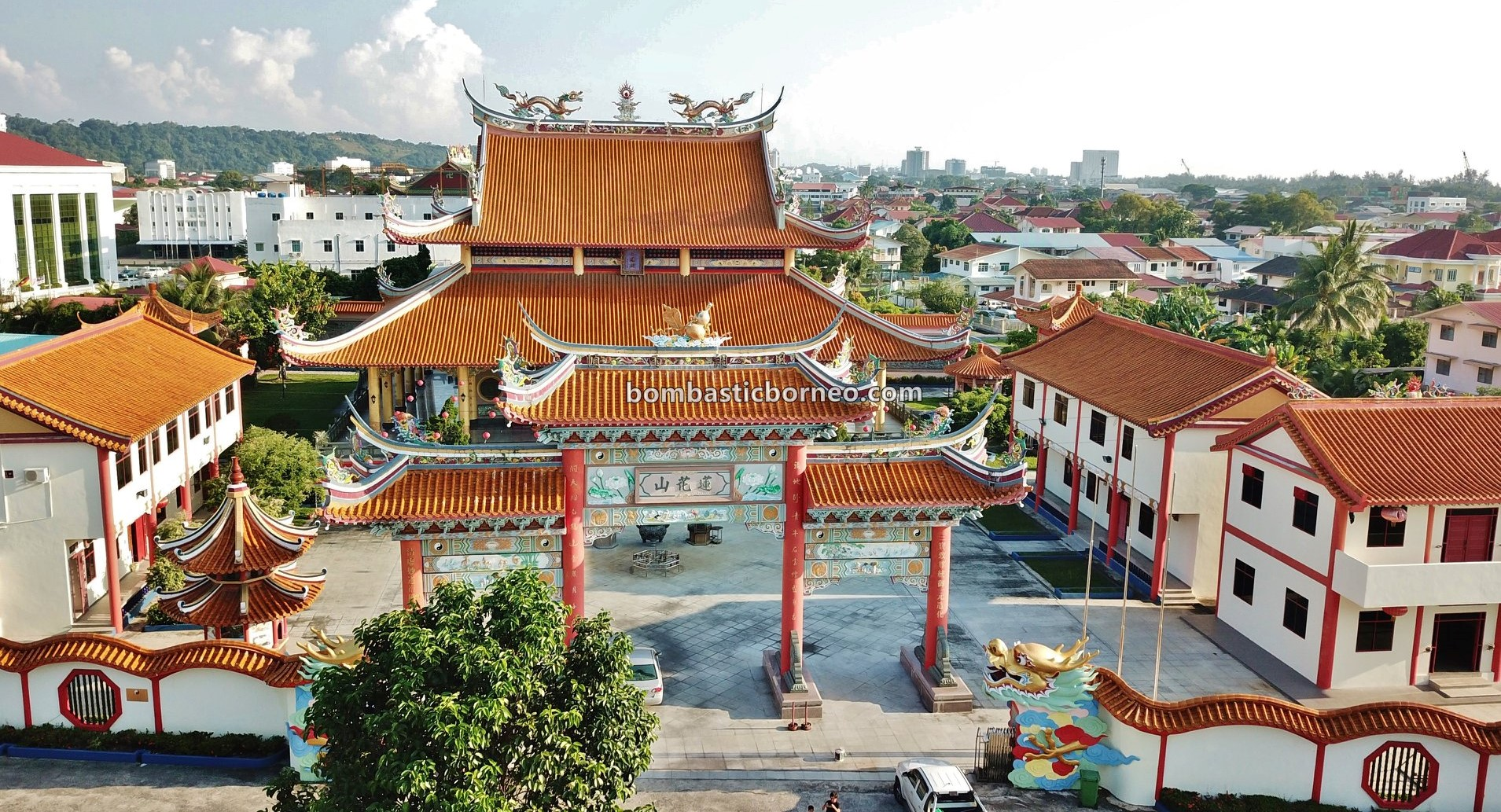 backpackers, destination, Taoist Temple, chinese temple, Discover Miri City, exploration, Sarawak, Malaysia, Tourism, tourist attraction, travel guide, Borneo, 婆罗洲马来西亚, 砂拉越美里旅游景点, 莲花山三清殿,
