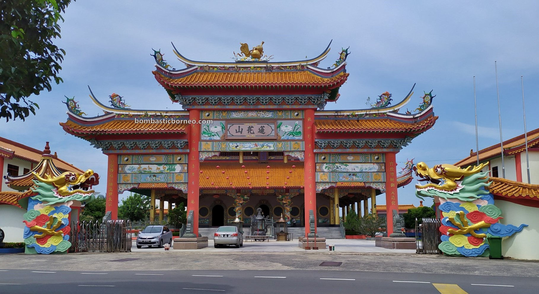 Lian Hua San Temple, backpackers, destination, chinese temple, Discover Miri City, exploration, Tourism, tourist attraction, travel guide, Borneo, 穿越婆罗洲游踪, 砂拉越道教旅游景点, 美里莲花山三清殿,