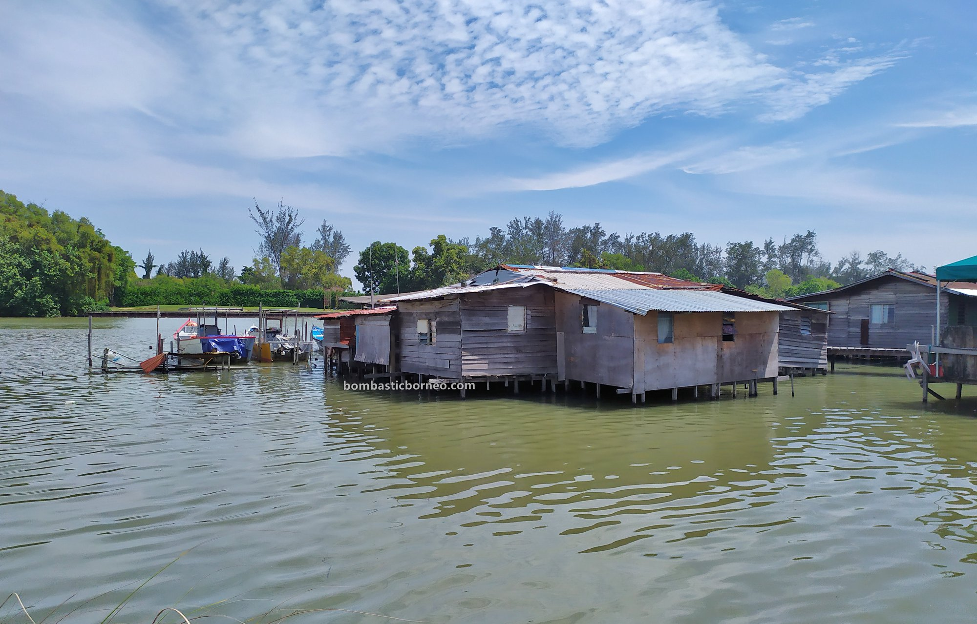 backpackers, Discover Miri City, exploration, floating house, Miri waterfront, Seahorse, Tourism, tourist attraction, Trans Borneo, 探索婆罗洲游踪, 马来西亚水上之家. 砂拉越美里旅游景点