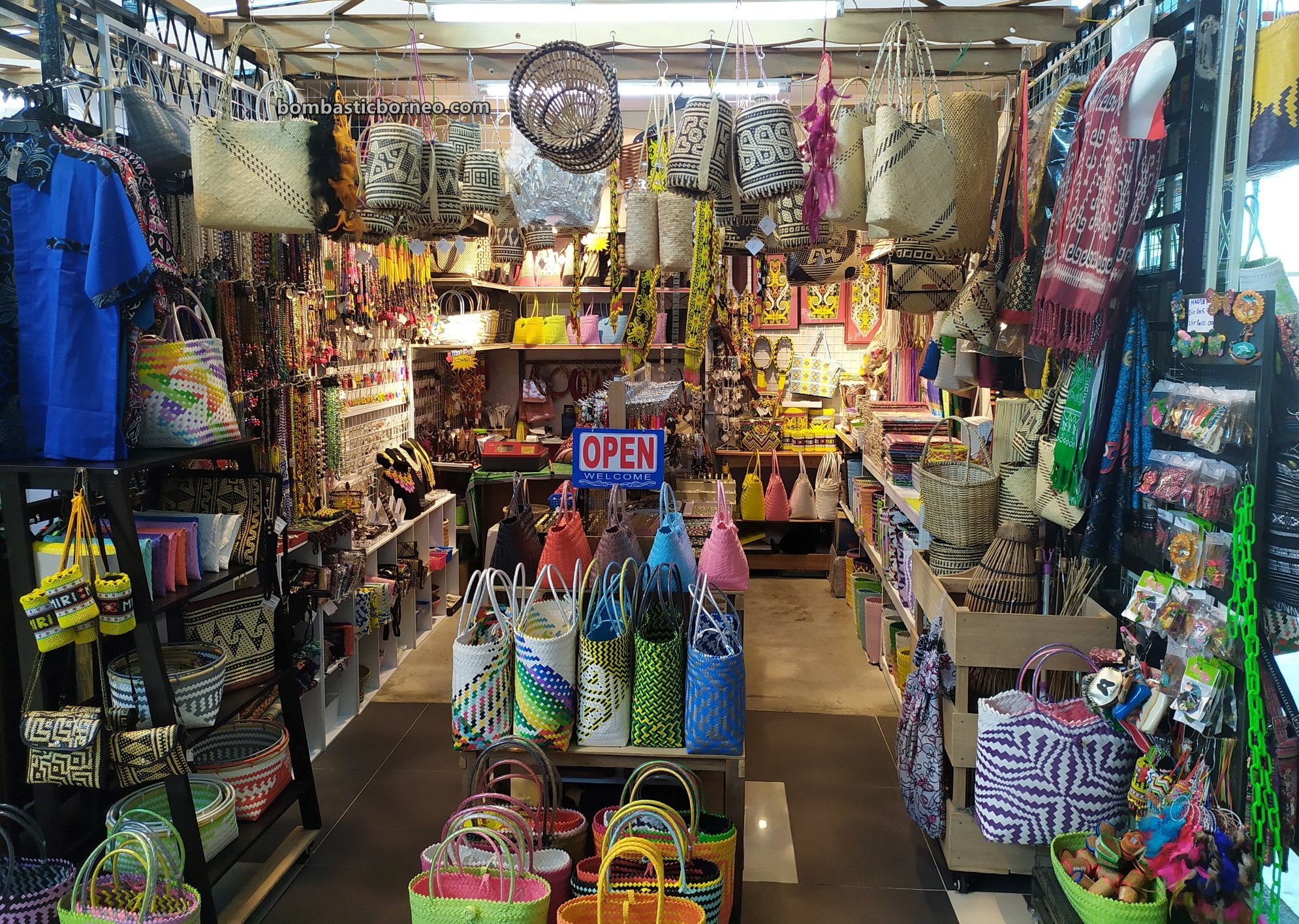 Miri handicraft centre, dayak motif, backpackers, destination, Discover Miri City, exploration, Malaysia, Tourism, tourist attraction, Travel guide, Borneo, Sarawak, Miri,