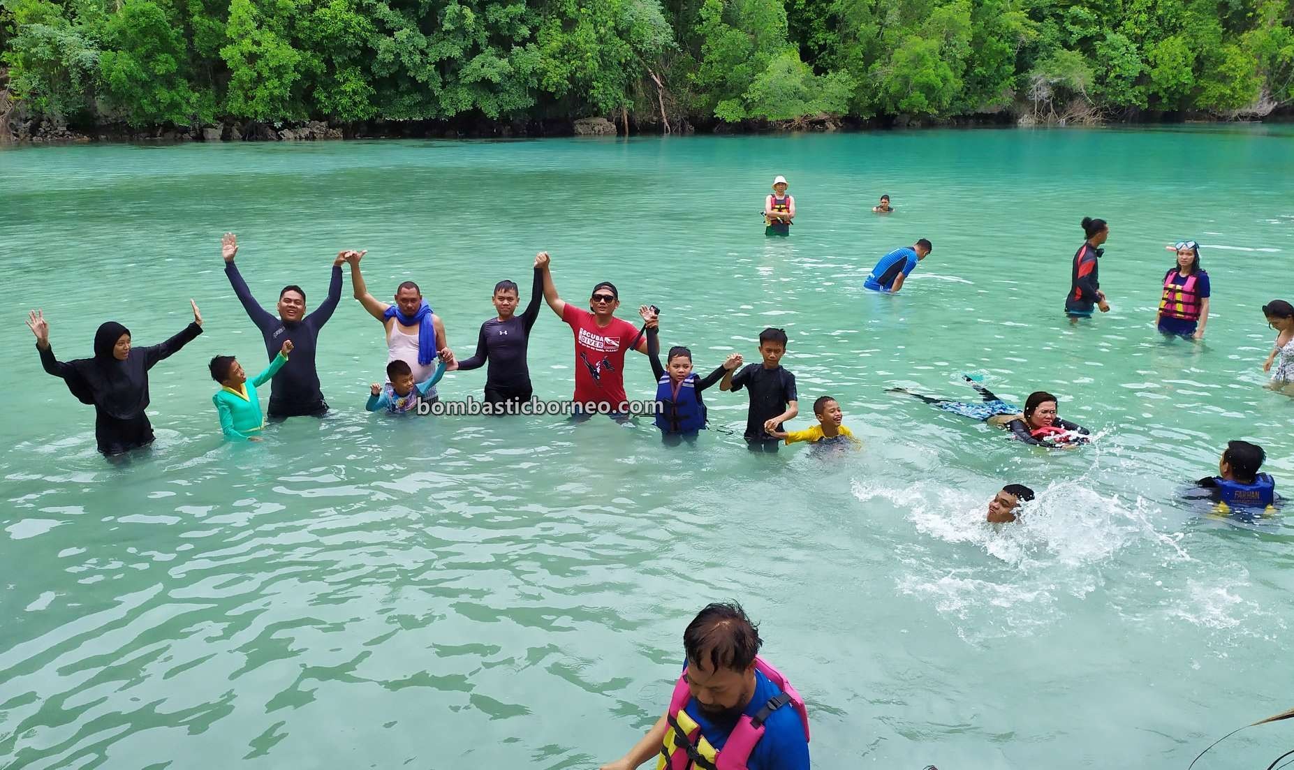 Emerald Pool, Laguna Kehe Daing, Lagoon, Lobang Ikan, Kakaban Island, nature, destination, hidden paradise, Vacation, Kalimantan Timur, Pesona Indonesia, Objek wisata, Tourism, travel guide, Borneo,
