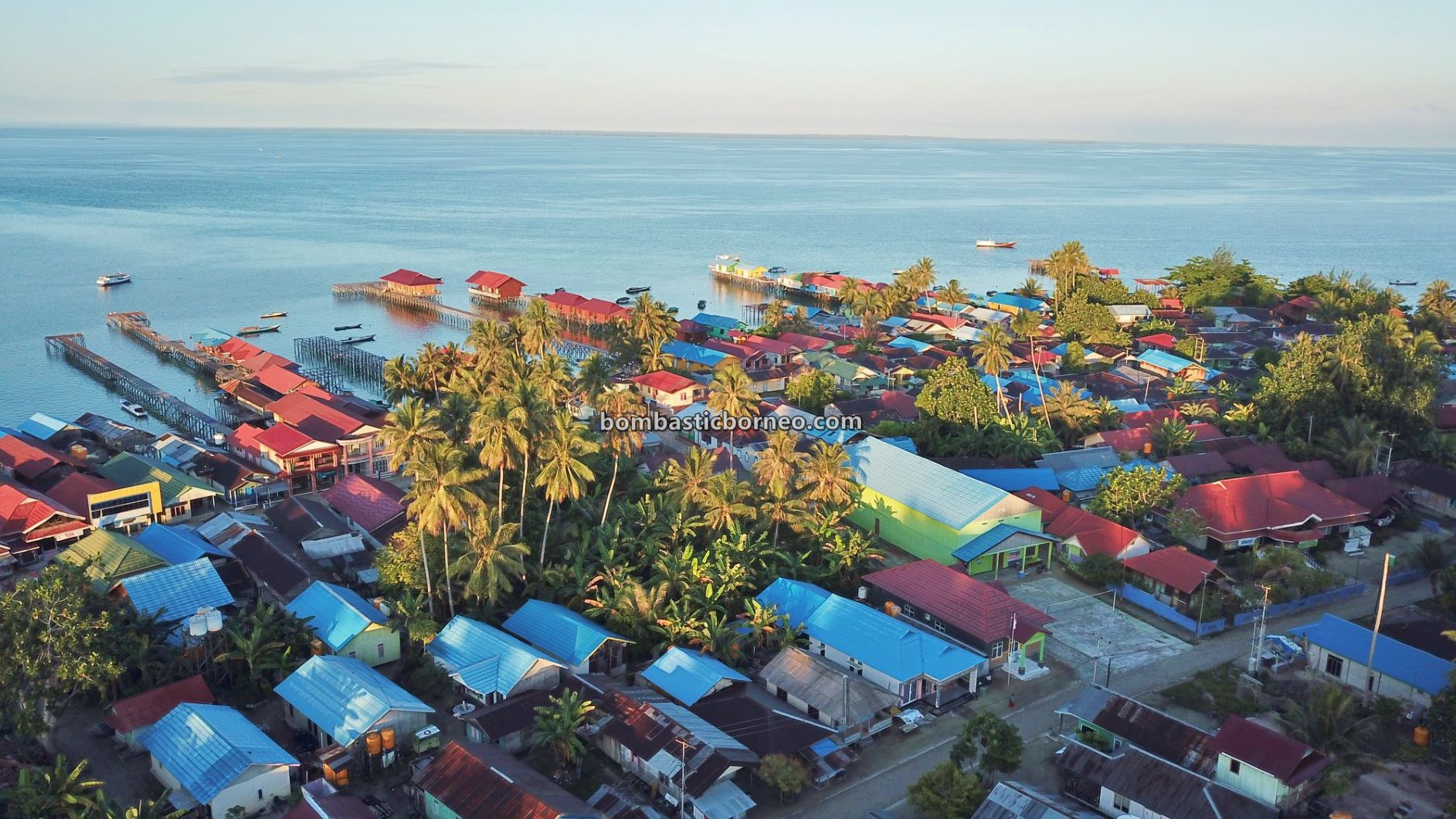 Pulau Derawan, backpackers, Destination, Bajau village, diving spot, nature, hidden paradise, vacation, Berau, Sulawesi Sea, Objek wisata, tourist attraction, travel guide, 穿越婆罗洲印尼, 东加里曼达拉湾岛
