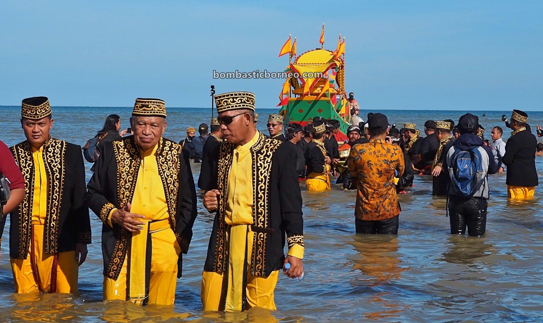 Padaw Tuju Dulung boat, Festival Iraw Tengkayu, upacara adat, event, Ethnic, native, tribal, Tarakan, North Kalimantan, wisata budaya, tourist attraction, Trans Borneo, 穿越婆罗洲印尼, 北加里曼丹旅游景点, 打拉根原住民传统文化