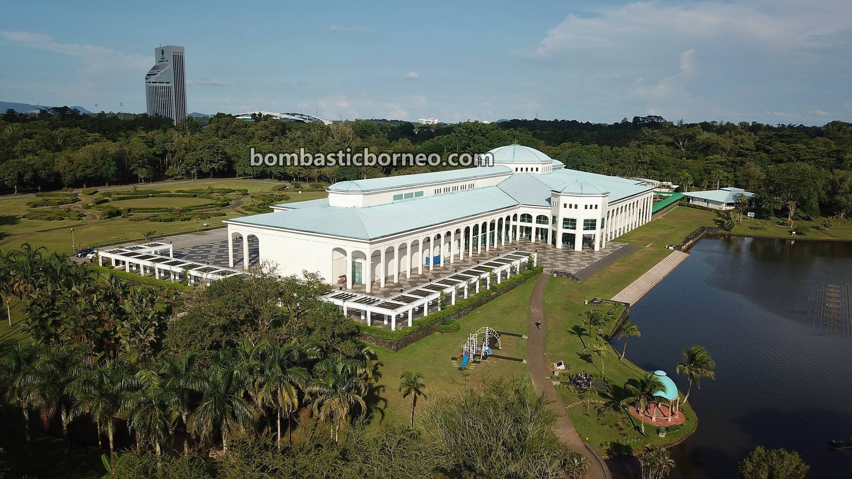 Pustaka Negeri Sarawak, Sarawak State Library, jogging, outdoor, exercise, garden park, manmade lake, destination, Borneo, Kuching, Malaysia, Petra Jaya, Tourism, tourist attraction, travel guide,