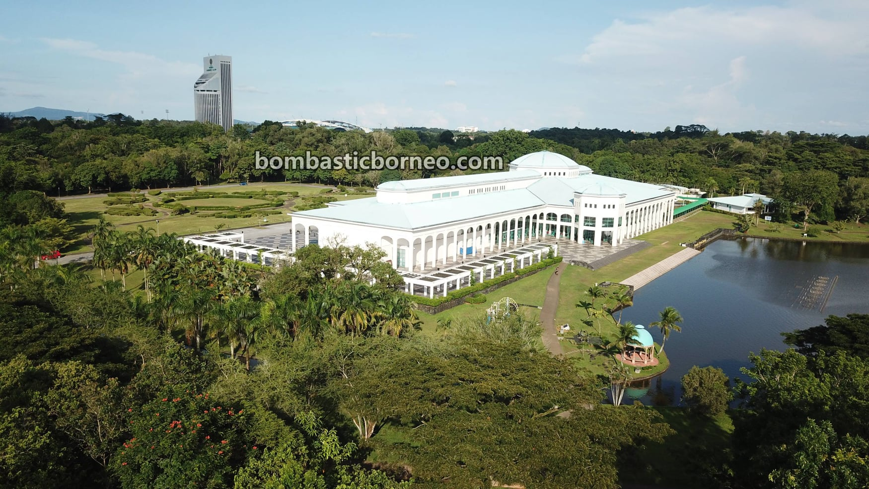 Pustaka Negeri Sarawak, tempat senaman, jogging, walking, outdoor, exercise, garden park, Borneo, Petra Jaya, nature, Tourism, tourist attraction, 砂拉越州立图书馆, 探索婆罗洲马来西亚, 古晋运动旅游景点,